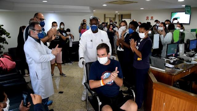Rafael Louro: alta pela Covia19 Hospital Unimed Petrópolis