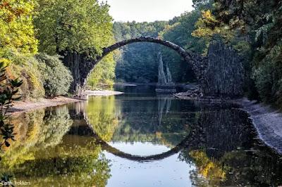 Pemandangan indah jembatan Rakotzbrucke