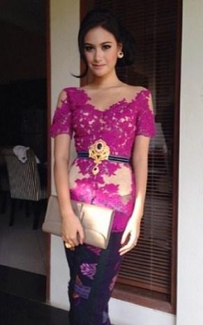 contoh Model Kebaya Batik wisuda