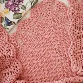 Chal Rosa a Crochet