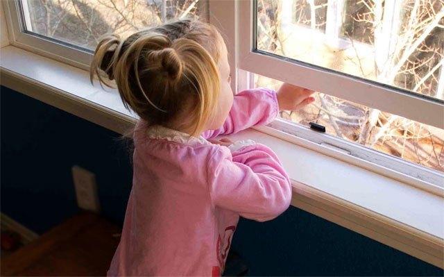 طفلة ذات السنتين تفارق الحياة بعد سقوطها من نافذة المنزل يوم العيد بطنجة