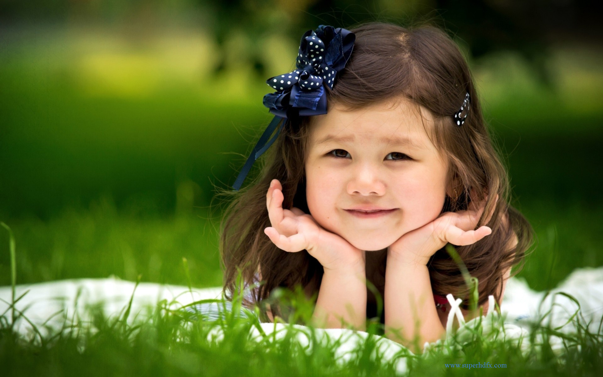 اجمل خلفيات اطفال بنات