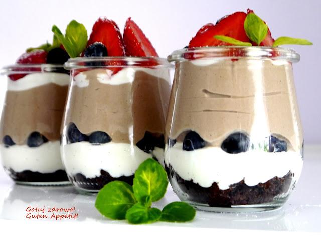 Deser jogurtowy z nutellą i truskawkami  - Czytaj więcej »