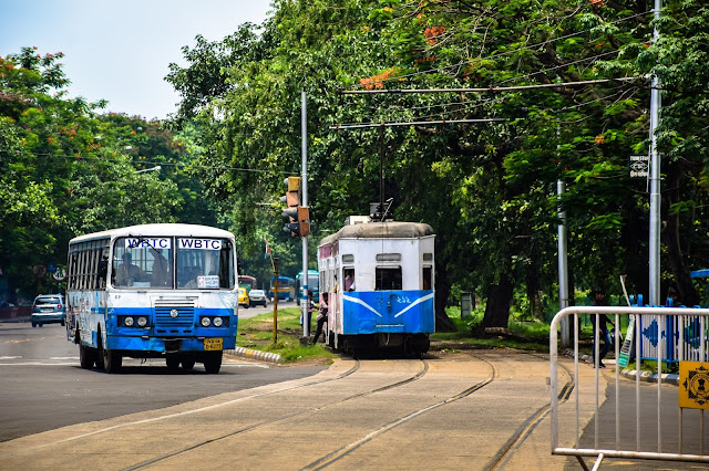the ramshackle tram of kolkata @doibedouin