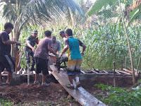 Babinsa Gotong Royong Memperbaiki Saluran Irigasi Di Desa Suka Damai Kecamatan Kuala