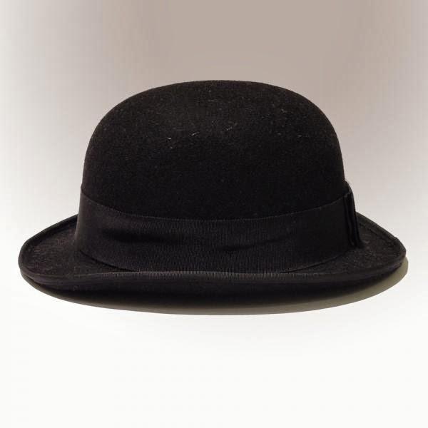 5a97b289affc2 chapéu coco - usado nos anos 20 - quem não lembra de Charlie Chaplin com  ele