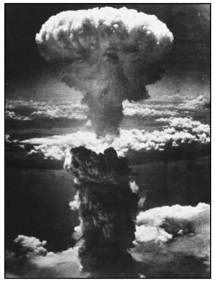 Imagem da explosão da bomba atômica, que serve como tema para a composição de Vinicius de Moraes