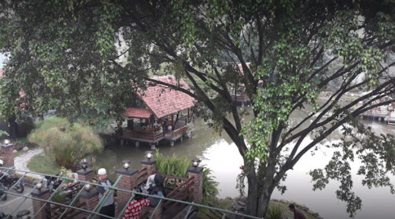 Rumah Makan Curug Sampireun Jl. Soekarno-Hatta Bandung