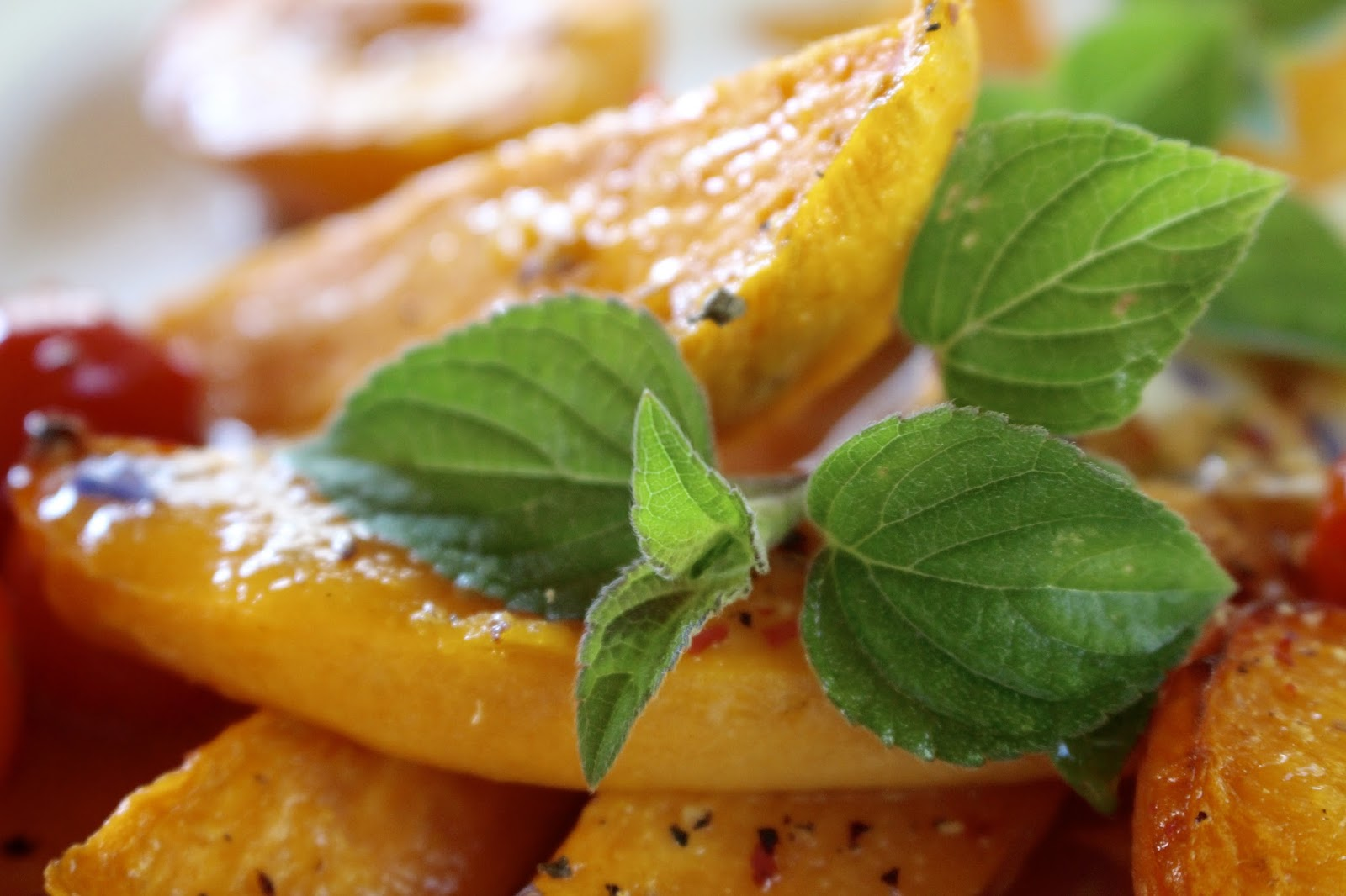 Gebackene Süßkartoffeln mit Aprikosendressing und zitronigem Kohlrabisalat