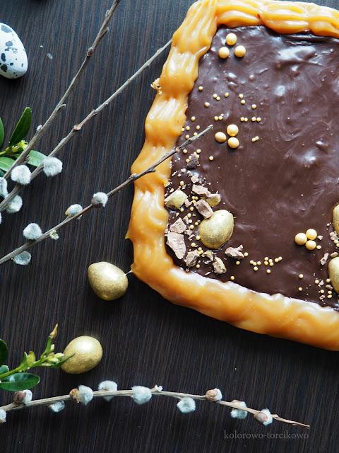 mazurek- wielkanocny-z-czekoladą- dżemem -porzeczkowym