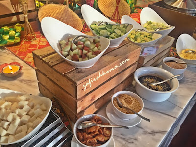 ramadan, buffet review, buffet ramadan murah, penang buffet ramadan, buffet ramadan sedap, lexis suite penang, hotel ada swimming pool, tempat menarik di penang, gearbox sedap, resepi laksa penang, udang galah, resepi gulai udang galah, resepi biskut moden, biskut raya, kuih tradisional, teluk kumbar, apa yang best di penang, makan sedap, makan murah, makan tepi laut,