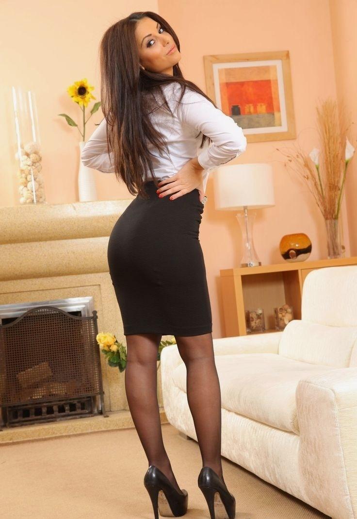секретарша в обтягивающей юбочке - 12