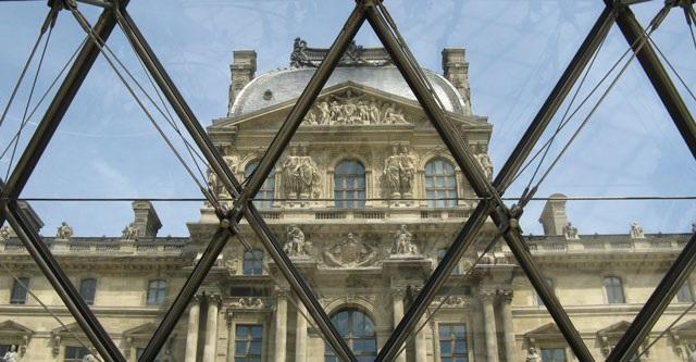 Vista del Louvre