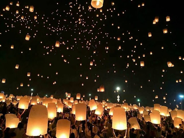 Magical night in the sky lantern festival attracts guests in Thailand