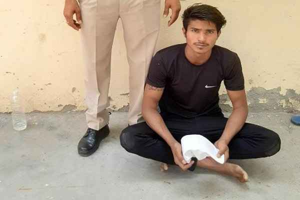 crime-branch-sector-48-faridabad-arrested-youth-illegal-weapon