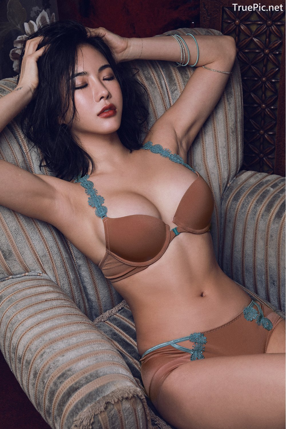 Image-An-Seo-Rin-Brown-and-Red-Lingerie-Korean-Model-Fashion-TruePic.net- Picture-6