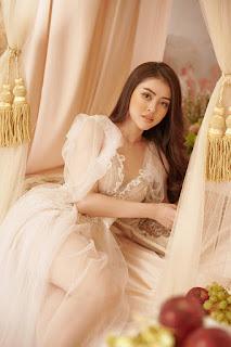 Lý Kim Thảo thử phong cách nữ thần