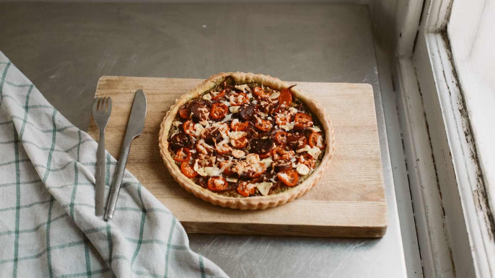 Rêveuse Recipe: Delicious and homely caramelised onion, tomato and chorizo shortcrust tart