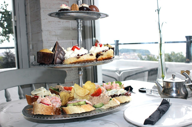 afternoon tea in Scarborough at Olivers on the mount
