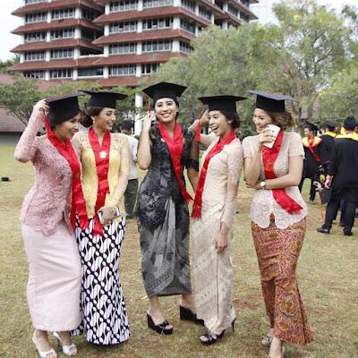 Model Kebaya Broklat Wisuda Rok Batik Modern