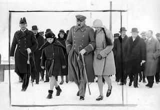 Józef Piłsudski z córkami w Gdyni 1931