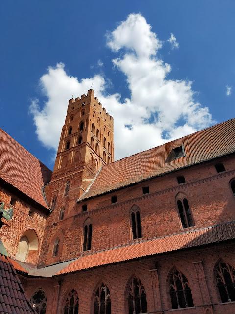 mury zamku w Malborku