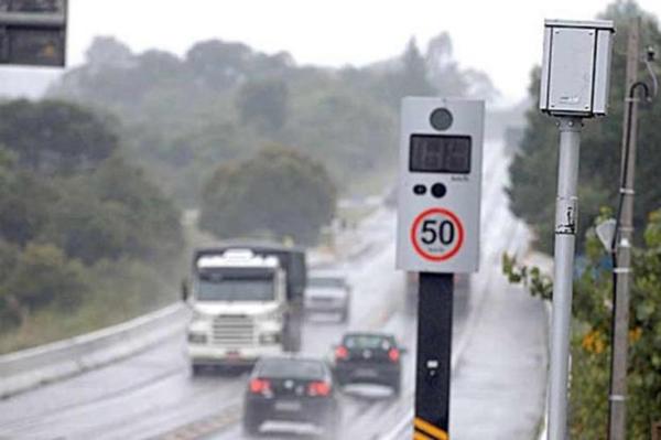 Bolsonaro diz que vai cancelar pedidos de novos radares em rodovias federais