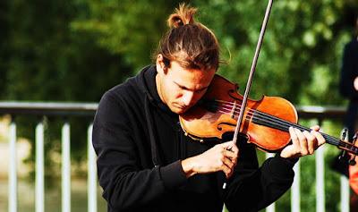 Người ta chọn mua đàn violin như thế nào