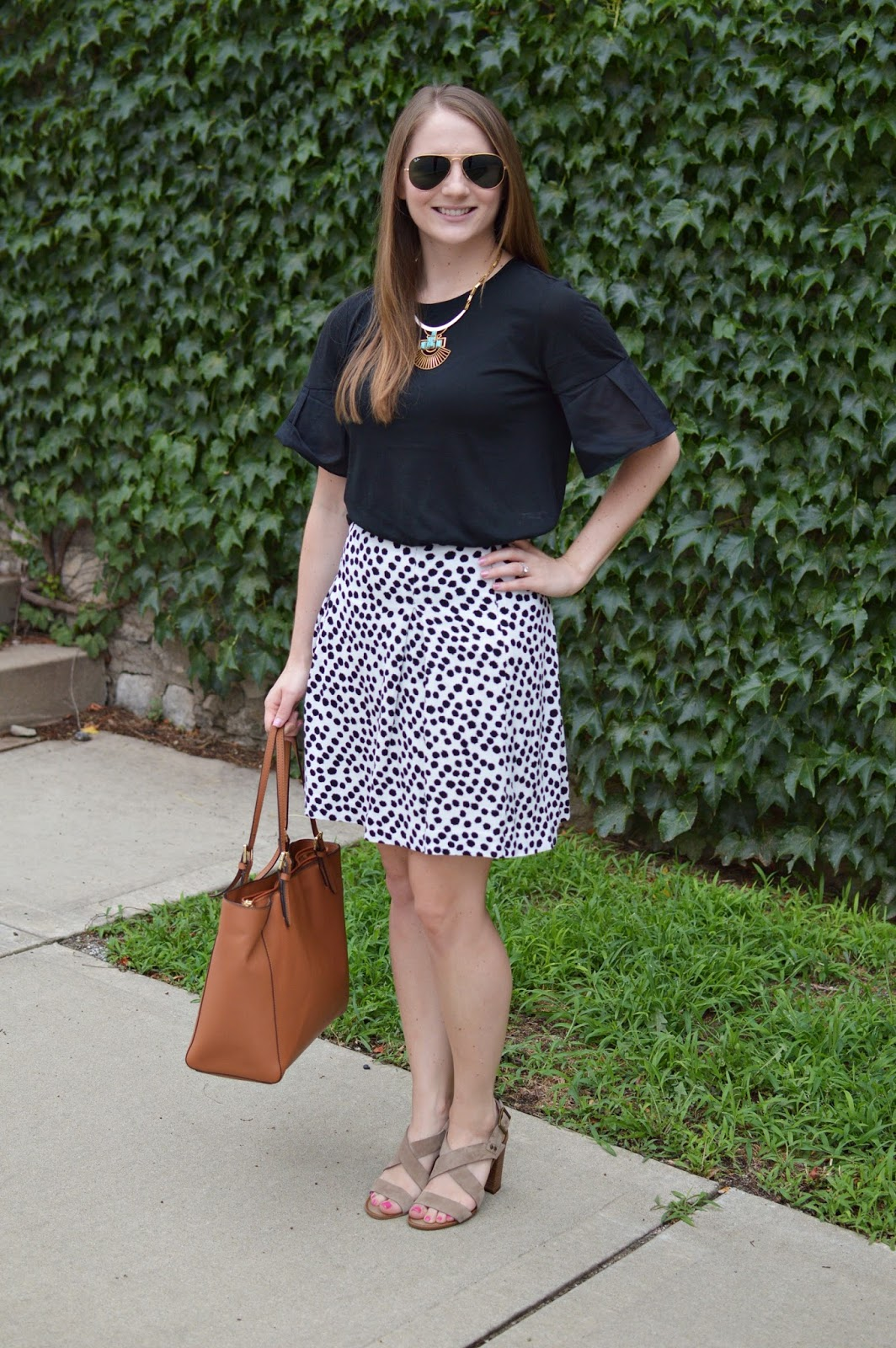 black and white outfit ideas | neutral outfit ideas | what to wear to work this summer | cute outfit ideas for work this summer | how to look cute and still be professional at work |