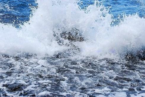 Alta marea . Mediterraneo