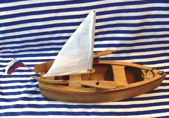 деревянная лодочка-игрушка для ребенка к Новому Году