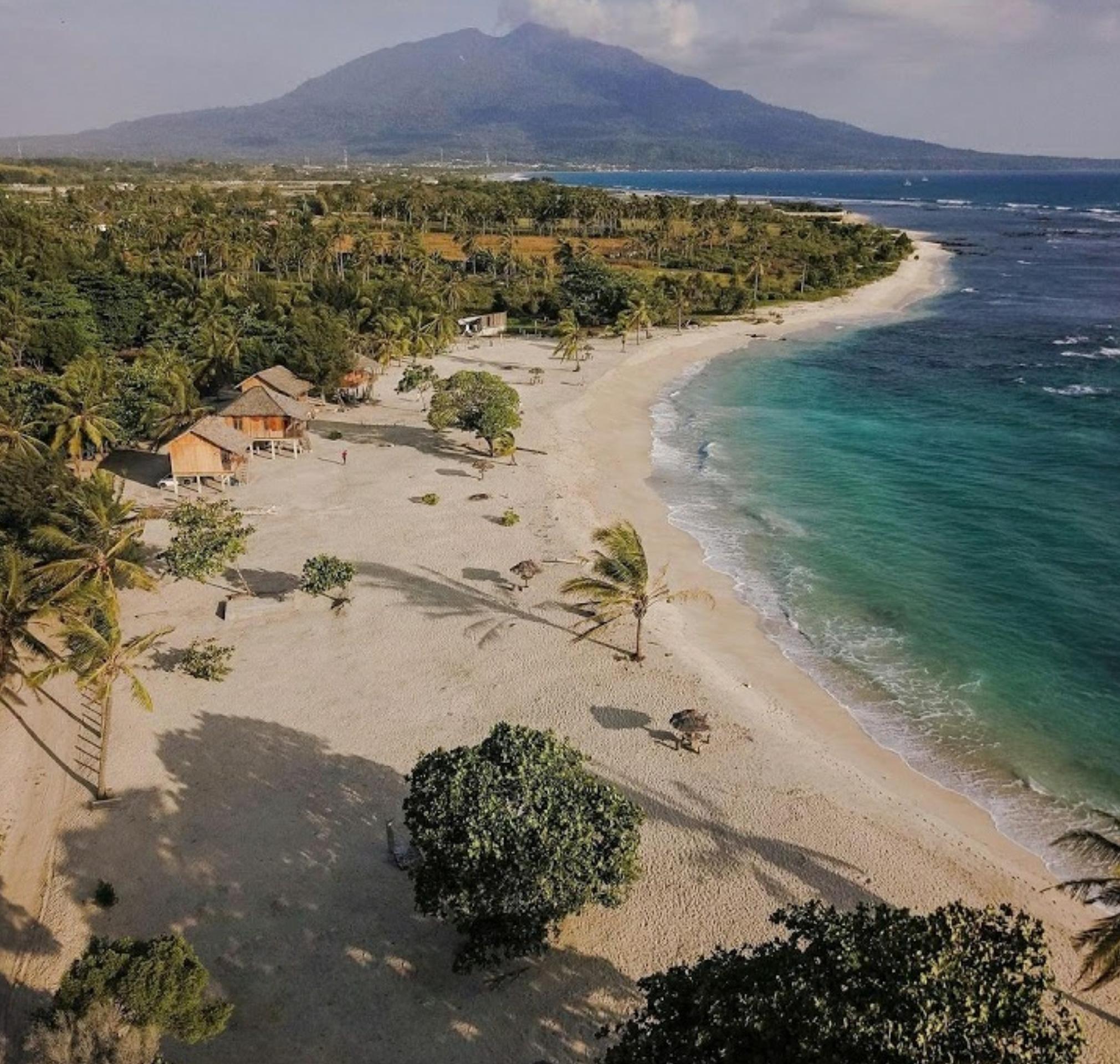 Keindahan tempat wisata Pantai Alau Alau Boutique Resort