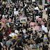 Người Hồng Kông chuyển biểu tình sang sân bay quốc tế của thành phố