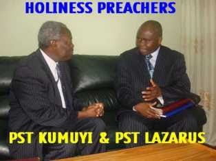 Pastor Lazarus mouka and Pastor W.F. Kumuyi discussing