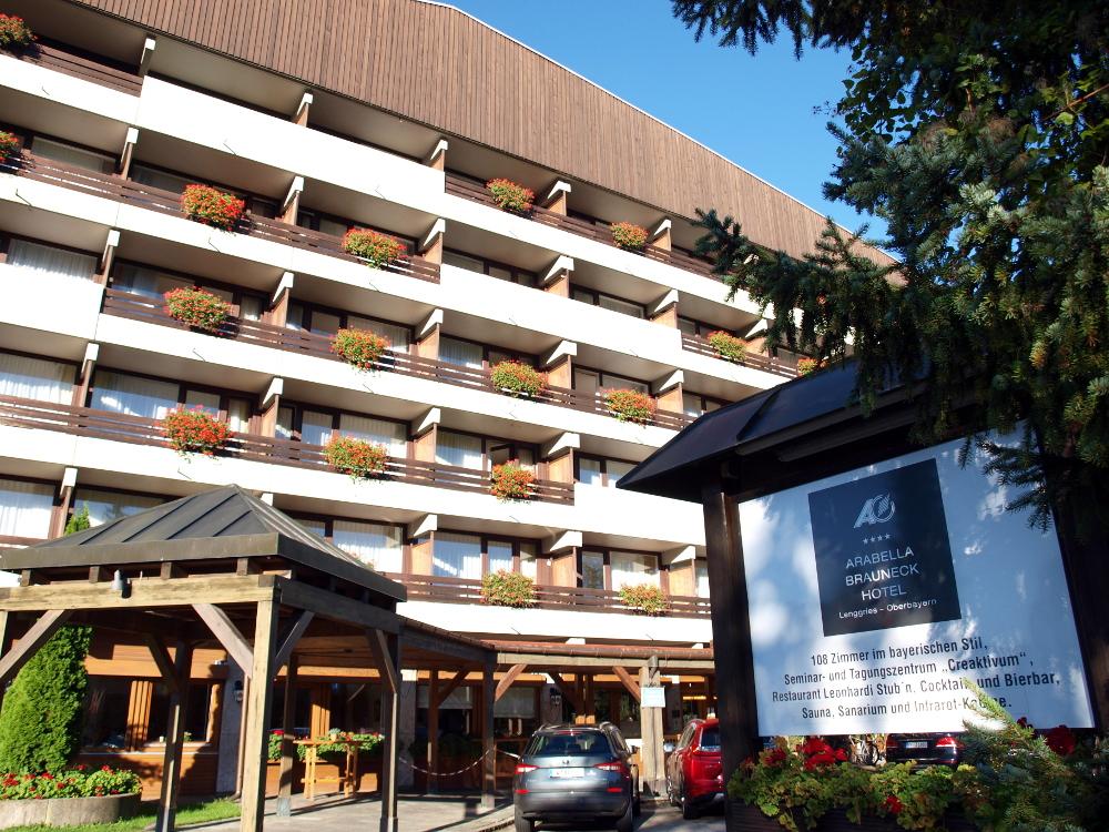 https://1.bp.blogspot.com/-5i0NoE-nOtg/X5U0q4FmdiI/AAAAAAAADCc/gWJN6H5kadQ5K7mjvripv85jOo9nyPDDgCLcBGAsYHQ/s16000/Arabella_Brauneck_Hotel.JPG