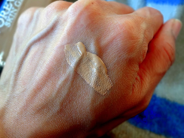 Dior Forever Skin Glow Foundation 4N swatch