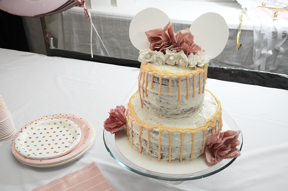 modern-minnie-naked-cake