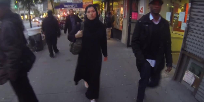 Konten Prank Cewek manis pakai Jilbab di Newyork