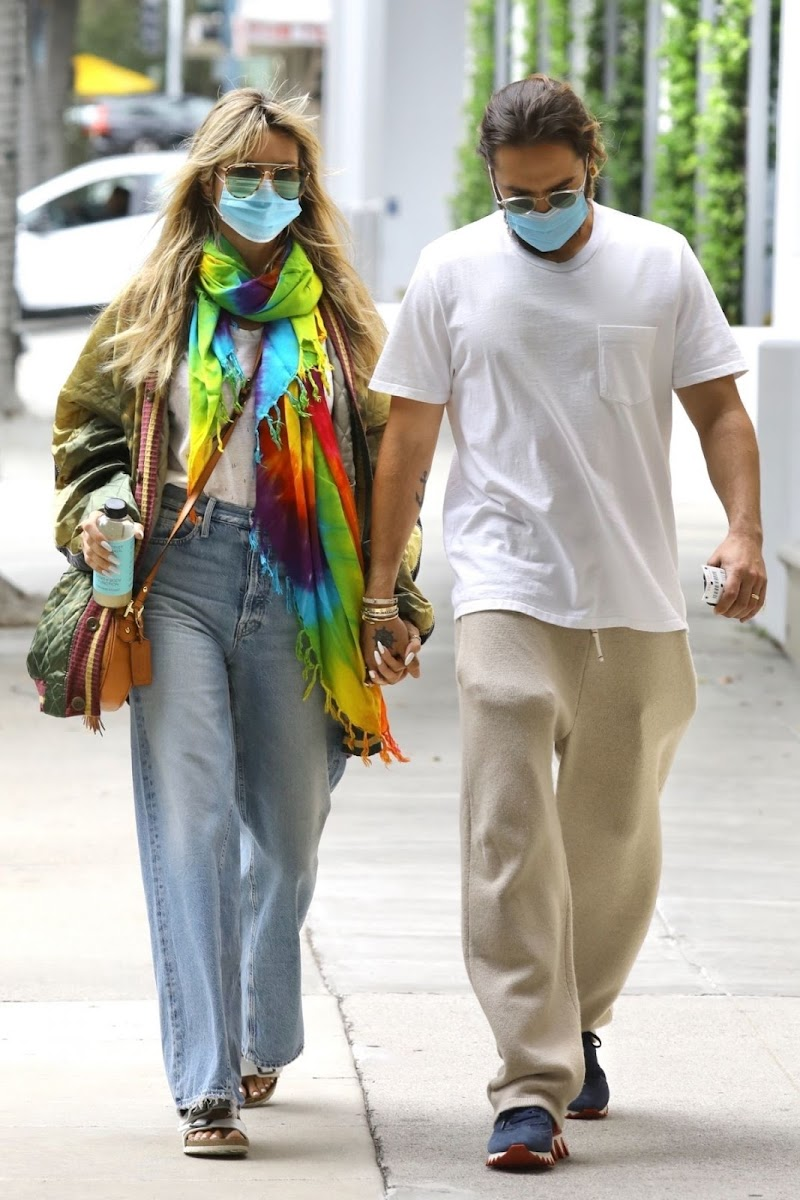 Heidi Klum Spotted at a Medical Building in Los Angeles 22 Apr-2021