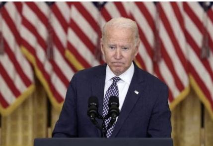 """Biden llama """"héroes"""" a los soldados estadounideses muertos en Kabul"""