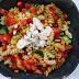 מתכונים לשבועות: סלט פסטה טריקולור עם שניצל גבינת עיזים / פשטידה חמה מפסטה טריקולור, עם גבינות ורוטב עגבניות