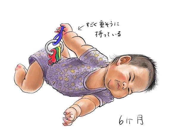 すごい顔でおもちゃをもつ赤ちゃん