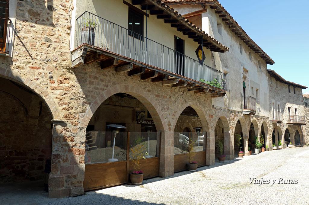 Plaza Mayor de Santa Pau, Girona