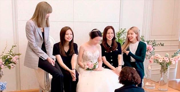 Los miembros de BLACKPINK se unen a Jisoo para celebrar el matrimonio de su hermano mayor