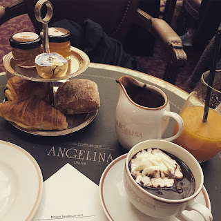 traveling solo female woman wanderlust europe backpack paris france angelina cafe hot chocolate pastry