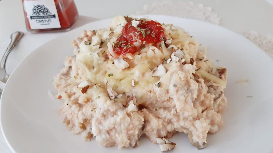Risoto cremoso com chutney de cogumelos
