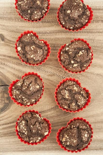 Muffin per San Valentino al cioccolato e amaretti