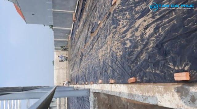 Tận dụng bê tông thừa để đổ bê tông 1 đoạn vỉa hè nhà sưởng