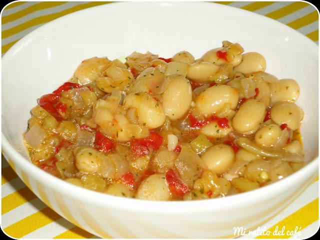 Ensalada de habichuelas con cebollas y pimientos