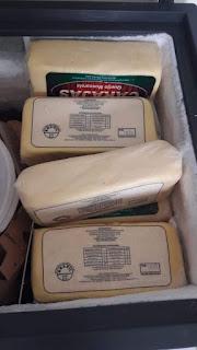 Policiais prendem comerciantes suspeitos de receptação e apreendem mais de 800 kg de queijo roubado em Pernambuco
